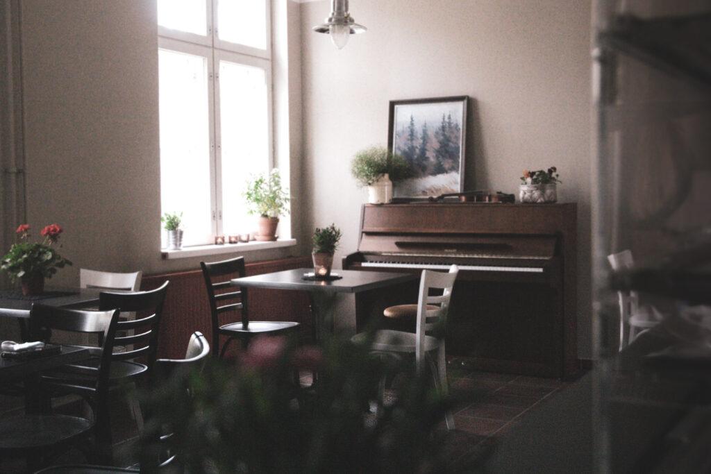 Musiikkikahvila Kukkakeidas on kahvila Varkaudessa.